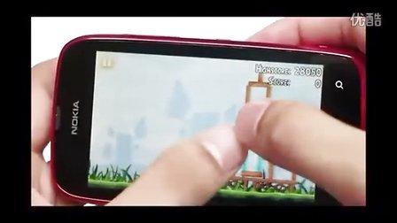 Angry Birds 可在 Nokia Lumia 610 運行