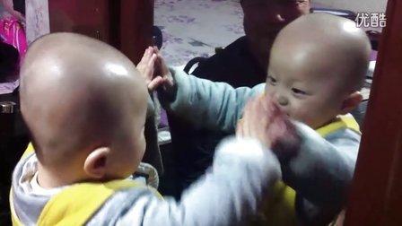 【甄袭生活】可爱宝宝贾琅然与镜子里的自己亲亲