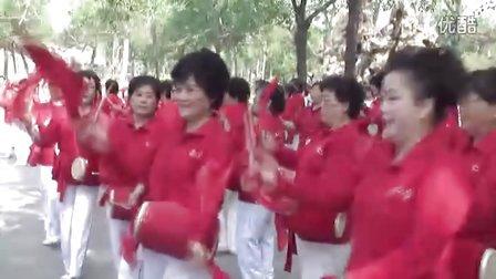 笑夕阳老年腰鼓的表演   【通明摄影编辑制作】