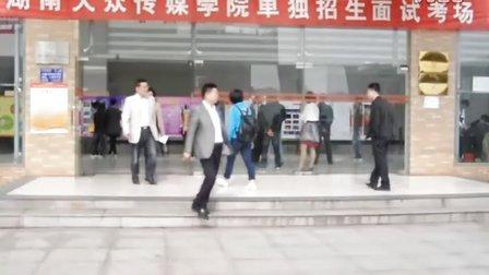 2012上湖南大众传媒学院校园电视台新闻部第四期成品
