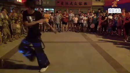 《拍客》广场上的鬼步舞
