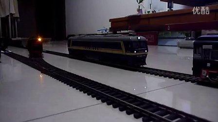 建设型蒸汽机车模型反向牵引小货列运行