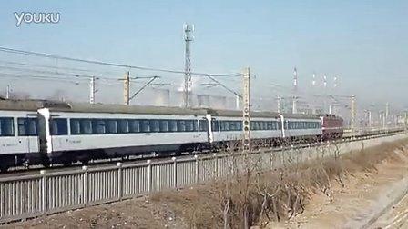 特快列车T76慢速通过马庄弯道