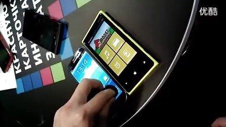 屏幕灵敏: Lumia 920 VS Galaxy S3