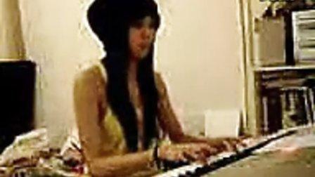 美女电钢琴演奏!!!!