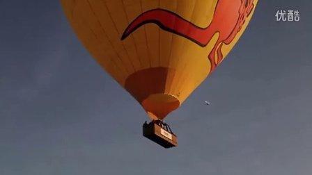 在热气球上观看日食并求婚
