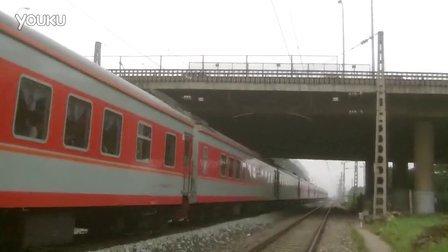 K145次列车红牌楼站下行通过
