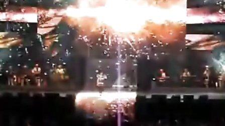 2010.12.25 和刘若英一起过圣诞!! 4分40秒!大家给力的尖叫终于把奶茶呼唤出来了!