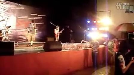 珠海民间文化联盟赈灾义演《中国不哭》现场Amazing Weekend乐队-如果我现在