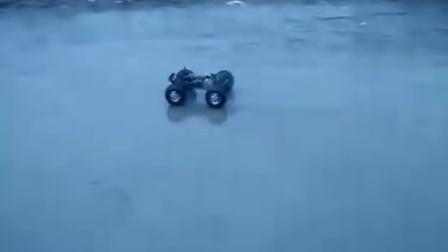 大脚车水中行