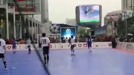 阿提查踢足球