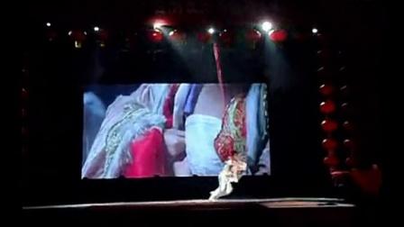 高空杂技大型杂技表演绸吊-神话创造高空视觉极限