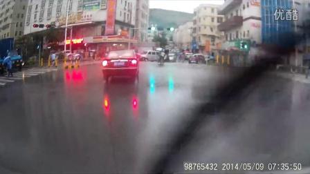 开车遇到这种情况你该怎办?