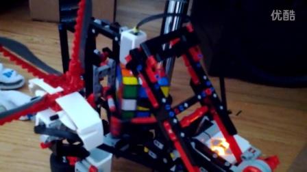 我们用乐高积木做的机器可以还原魔方