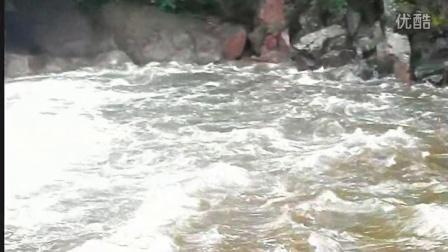 7月15日雨中潮音瀑