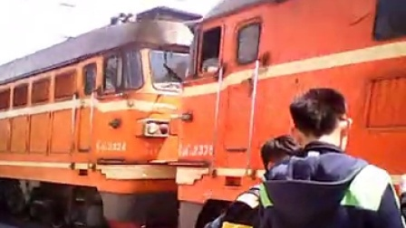 太局湖段双机橘子牵引6823绿皮小票进入怀仁站 小凡4413