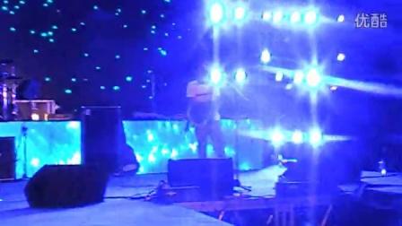 阿克江与乐队【克拉玛依九歌音乐节】压轴演出麻醉现场观众
