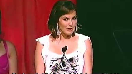 Mariska Hargitay receives a 2009 Gracie Award - Presented by Stephanie March.中
