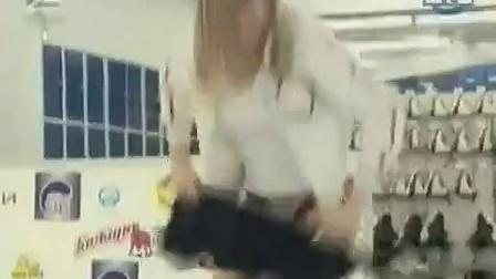 溜冰场里女纸自动脱裤_标清