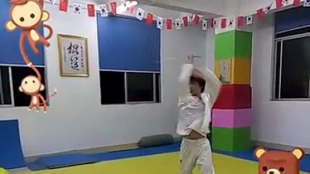 【金教练双节棍教学培训】金教练潇洒版套路1