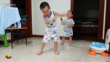 20141107_恩铭跳机器人舞
