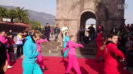 横店广州街歌舞表演