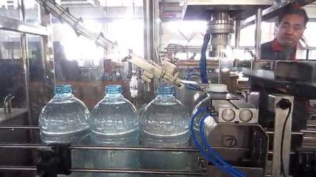 LCGF4-4-1   500瓶每小时5升(93克瓶胚)直线式水灌装机