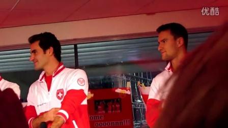 2014费德勒,瓦林卡及瑞士戴杯队成员和粉丝一起庆祝夺戴杯冠军