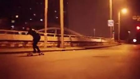 K039玩滑板的女生休闲运动
