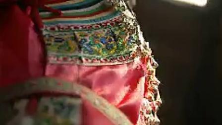 R005少数民族少女打扮民风民俗送礼唱歌