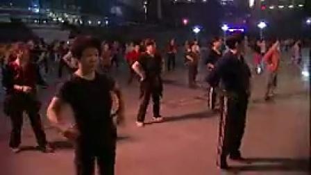 R011大妈晚上在大广场跳舞