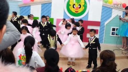 爱我你就抱抱我 幼儿园 新年舞蹈 视频