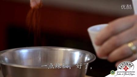 炒鸡蛋配巴约纳火腿薄片