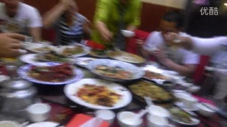 宿淮8090聊天交友群聚餐小胖生日吃长寿面