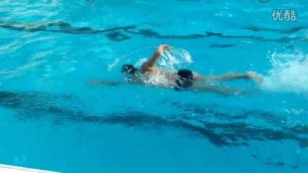 自由泳协调很重要,我还没掌握好