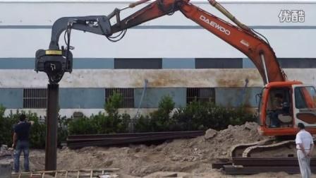 挖掘机振动锤打钢板桩现场18998369010