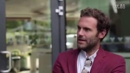 2015温网费德勒打入半决赛后和曼联球星见面