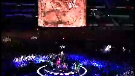 [Mi] Madonna - Miles Away  (LIVE MV里的演出现场)