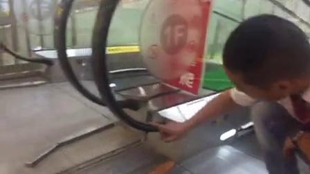 商场电梯故障自救三法