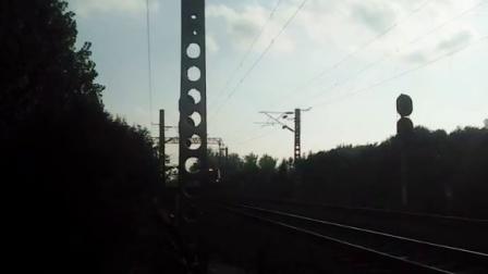 HXD3B牵引K1224次列车通过淮滨站