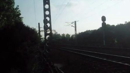 HXD3B牵引K1144次列车通过淮滨站