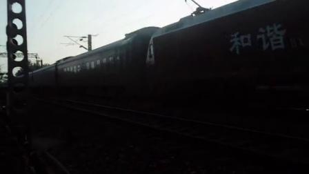 HXD1D牵引K55次列车通过淮滨站