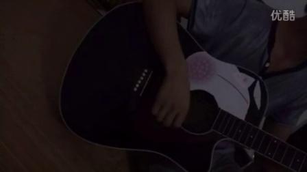 小伙儿深情吉他弹唱李倩的一瞬间