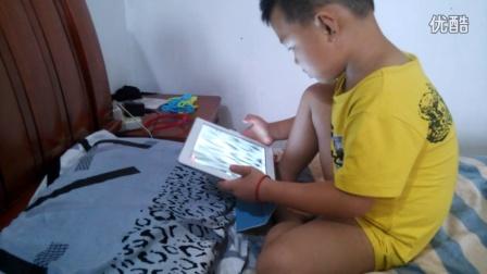 宝宝玩iPad