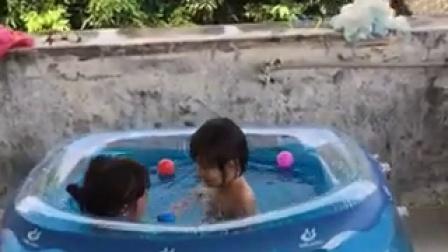 2015.8.8思语的表姐们玩水