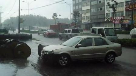 超震撼的积水,大车的碾压