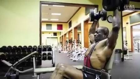 70岁健身男人