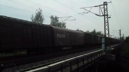 电猴牵引快运专列快速通过蒋桥