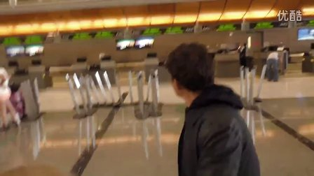 15.9.27 Orlando Bloom departing at LAX Airport