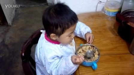 自己吃饭红烧肉土豆VID_20151012_173931